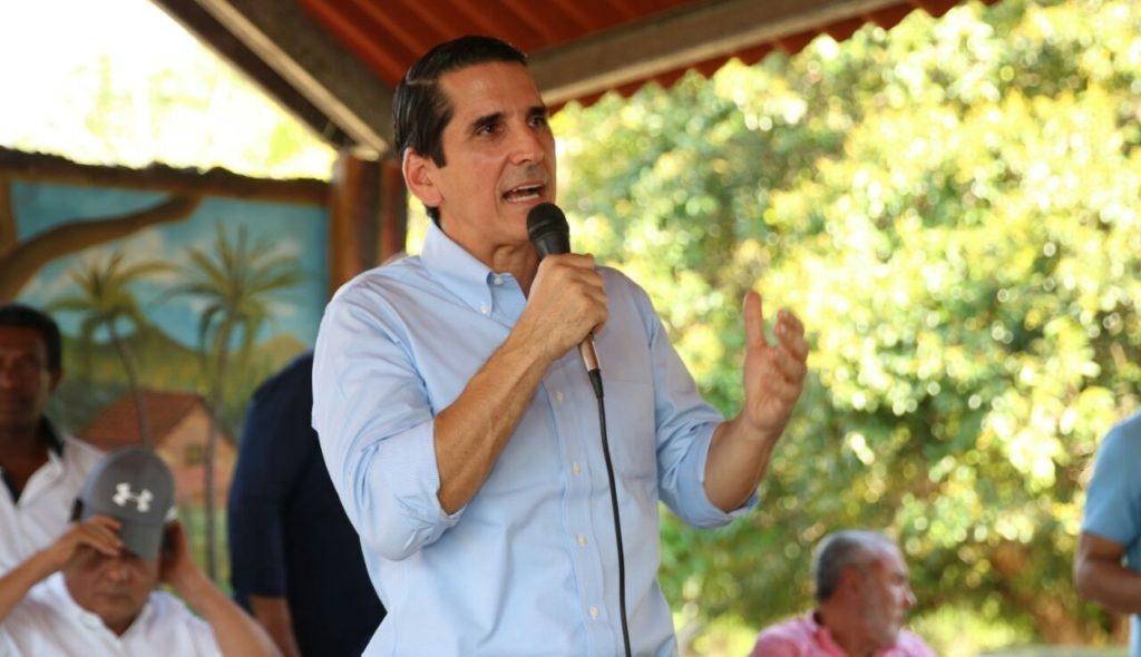 TRAS RENUNCIA DE PROCURADOR, ROUX ADVIERTE NECESIDAD DE CONSTITUYENTE PARA SALVAR EL PAIS